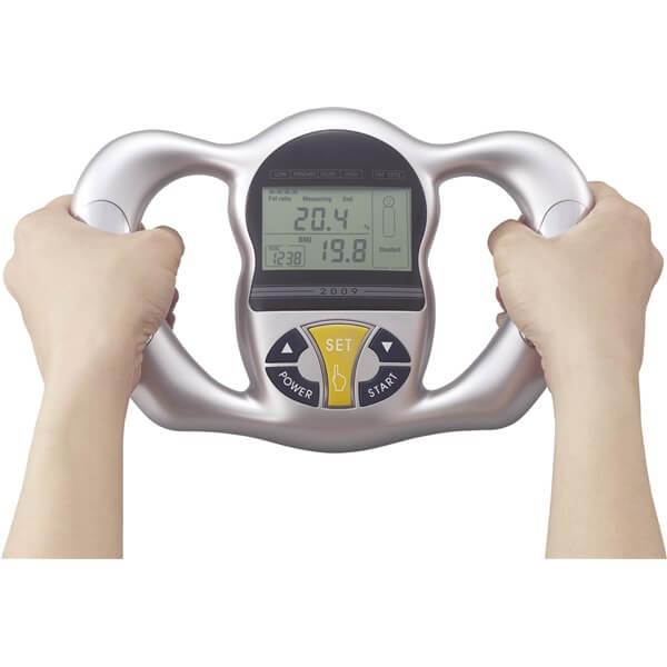 4種の計測で9名まで登録できる デジタル体脂肪計 ラコントゥル