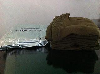 備蓄用コンパクト毛布に難燃性のA4サイズとB5サイズができました!従来の毛布より燃えにくい素材で火災時への備えに便利 ラコントゥ